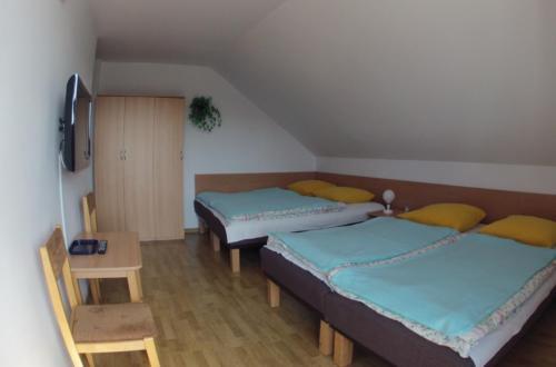 Pokój 4-os. z balkonem i indywidualną łazienką na korytarzu